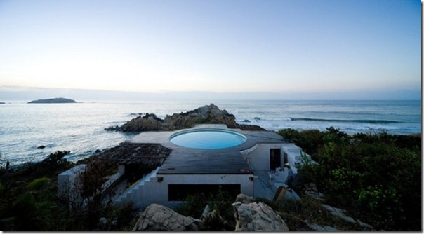 house-with-a-pool-on-the-roof-13-554x305